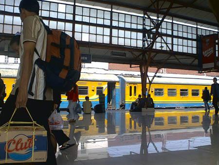 Arus Balik di Stasiun Senen