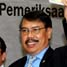 Ketua BPK RI Anwar Nasution menyerahkan hasil peer review oleh ARK kepada Wakil Ketua Komisi XI DPR, Walman Siahaan. (Bestantia Indraswati).