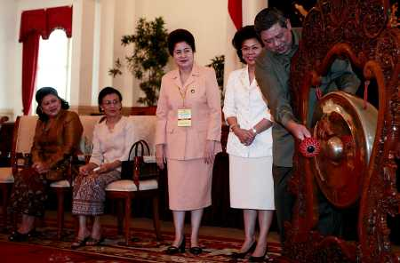 SBY Buka Munas Dharma Wanita