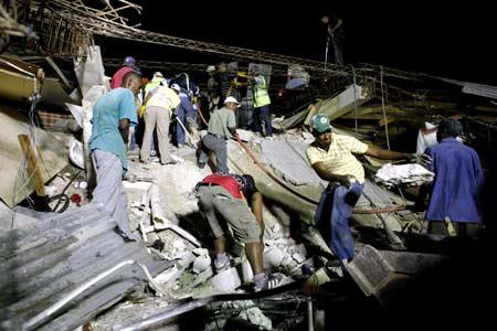 Evakuasi Korban Gempa di Haiti