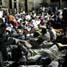 Gempa dahsyat ini menghancurkan banyak gedung dan rumah. Warga yang kehilangan tempat tinggalnya terpaksa tidur di pingir-pinggir jalan. Reuters/Eduardo Munoz..