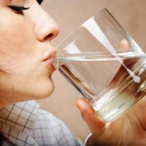Perempuan Harus Lebih Banyak Minum Air Daripada Laki-Laki