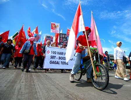 Demo 100 Hari SBY-Boediono