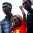 Demonstran cilik yang ikut bersama ibunya yang terdaftar sebagai massa SRMI Makassar.