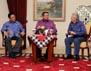 Dalam pertemuan tersebut, SBY didampingi antara lain oleh Menteri Kehutanan Zulkifli Hassan, Menko Kesra Agung Laksono, Menteri Lingkungan Hidup Gusti Muhammad Hatta, dan Mensesneg Sudi Silalahi. Haryanto/Rumgapres.