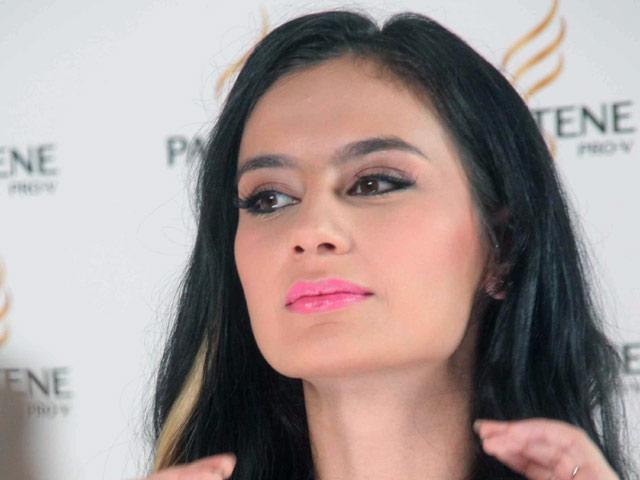 Bibir Pink Marissa Nasution