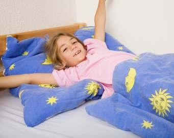 5 Cara Jitu Bangunkan Anak di Pagi Hari