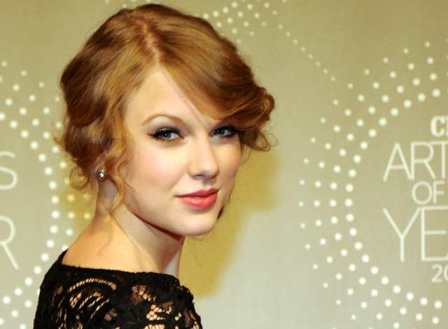 Taylor Swift Dimabuk Cinta