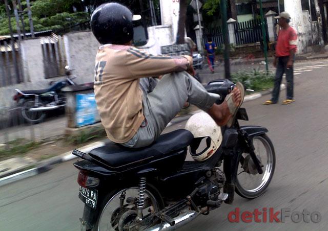 Aksi Nekat Koboi Jalanan