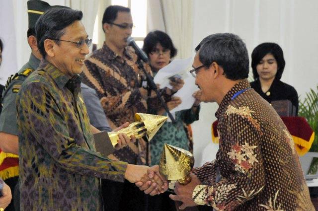 Wapres Beri Penghargaan Citra Pelayanan Prima