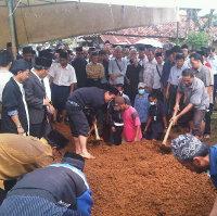 Pemakaman 2 Jenazah Ahmadiyah Dijaga Ketat Polisi
