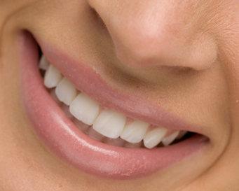 Putihkan Gigi Dengan Pasta Gigi Busa Biru