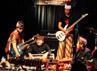 Workshop gamelan dan gitar synteshizer yang menarik audience di Jammin Java, Viena (USA).