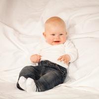 Anak Saya 8 Bulan Kok Belum Bisa Duduk?