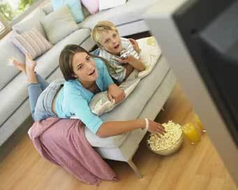 Hasil gambar untuk gambar anak menonton tv bareng ibu