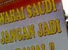 Massa menyerukan untuk memboikot produk-produk buatan Arab Saudi.