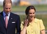 Kate yang didampingi suaminya, Pangeran William tampak memegangi bajunya yang tertiup angin. Chris Jackson/Getty Images.