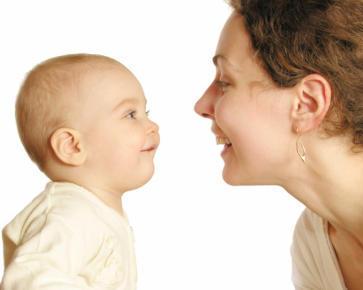 Ingin Anak Pintar Bicara? Ajari 2 Bahasa Sejak Bayi