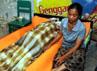 Salah satu korban tewas ditutupi kain. 11 orang tewas, 11 orang selamat dan 14 orang lainnya hilang dalam peristiwa tersebut. AFP/Sonny Tumbelaka.