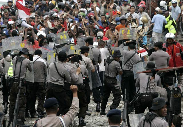 Demo Pekerja Freeport Rusuh, 1 Warga Tewas