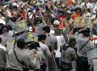 Para pekerja Freeport terlibat bentrok dengan aparat kepolisian. Reuters/Muhammad Yamin.