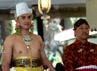 KPH Yudanegara didampingi dua adik Sultan siap dipertemukan pengantin putri dalam acara panggih pengantin yang digelar di Bangsal Kencana. (Lucas Aditya).