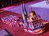 Tiap rombongan kontingen juga dilengkapi dengan kapal yang didesain sesuai ciri masing-masing. Misalnya Malaysia, yang kapalnya diisi dua menara kembar Petronas.