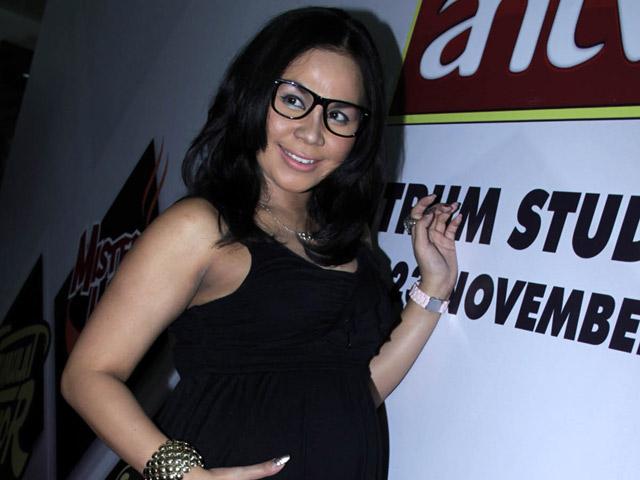 Hamil Besar, Melani Ricardo Tetap Kerja