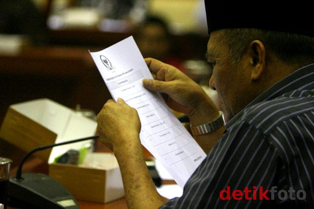 Abraham Samad Pimpin KPK