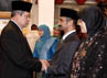 Presiden SBY mengucapkan selamat kepada pimpinan KPK terpilih periode 2011-2015. (www.presidenri.go.id).