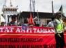Aksi gabungan Front Rakyat Anti Tambang (FRAT) Yogyakarta bersama berbagai elemen organisasi mahasiswa di Yogyakarta untuk solidaritas kasus Bima.