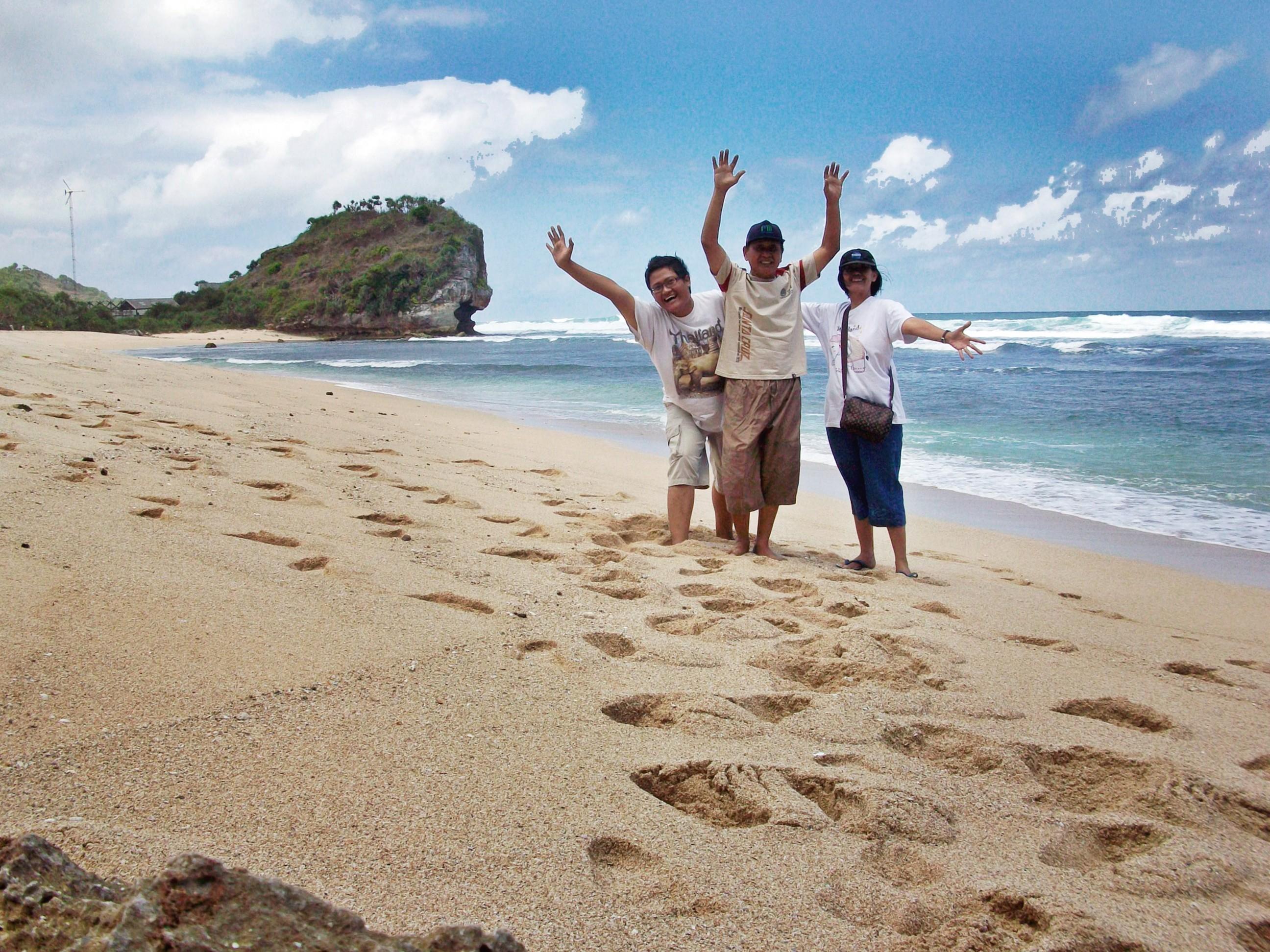 Beginilah Cantiknya Pantai Pasir Putih Di Selatan Yogyakarta