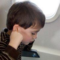 Cara Mudah Atasi Nyeri Telinga Saat Naik Pesawat