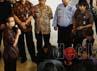 Denny menjelaskan, dari pantauan CCTV diketahui pada Rabu (8/2) pukul 23.00 WIB, Nasir, Djufri, dan Nazaruddin menggelar pertemuan di Rutan Cipinang. Padahal jam kunjungan normal pukul 10.00-12.00 WIB dan pukul 13.00-15.30 WIB.