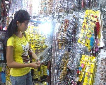 6 Tips Berbelanja di Pasar Asemka