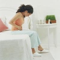 Perut Terasa Penuh dan Susah BAB Akibat Nyeri Ulu Hati