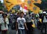 Para pendemo yang membawa bendera organisasi menganggap SBY tidak becus mengurus pemerintahan Negara Kesatuan Republik Indonesia (NKRI).