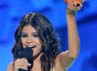 Selena sukses meraih penghargaan Aktris Televisi Terfavorit di Nickelodeons 25th Annual Kids Choice Awards. Kevork Djansezian/Getty Images.