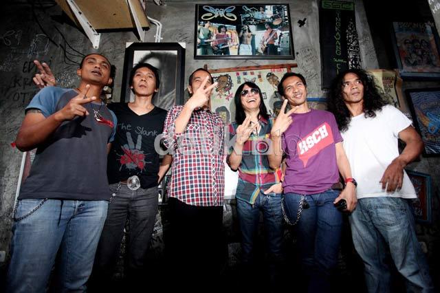 Terjebak Macet, Jokowi Jalan Kaki ke Markas Slank