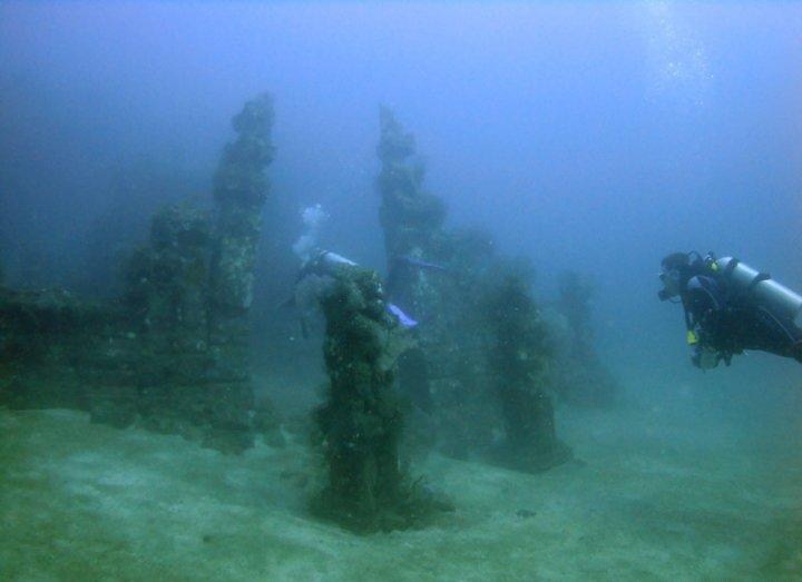 Keren Ada Candi Bawah Laut Di Bali
