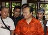 Hidayat-Didik berdialog dengan para pedagang. (dok Humas PKS)