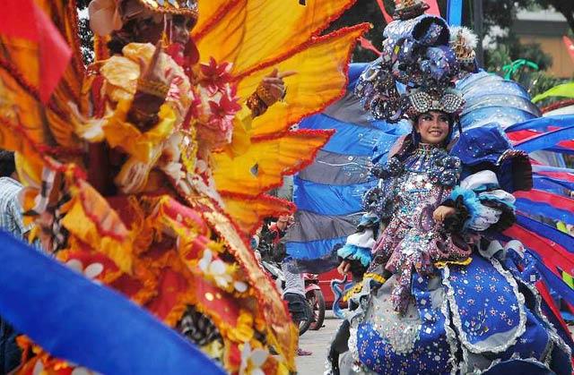 Liburan Sambil Bergaya di 4 Kota Fashion Carnaval