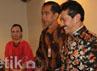 Konflik internal Keraton Surakarta terjadi pasca Paku Buwono XII mangkat pada tahun 2004, tanpa meninggalkan permaisuri dan putra mahkota. Sebagian pihak mendukung pengangkatan putra tertua, KGPH Hangabehi sebagai pengganti, sedangkan sebagian besar lainnya mendukung putra kelima, KGPH Tedjowulan, sebagai pengganti. Ramses/detikcom.