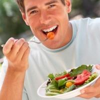 Makanan Apa yang Harus Dihindari Penderita Sakit Hati?