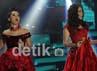 Duo Maia tampil dengan dress bernuansa merah hitam. Gus Mun/detikHot.