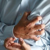 Apa Sebab Detak Jantung Kencang dan Dada Sakit?