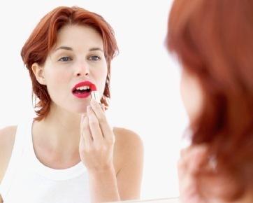 8 Tanda Make Up Berbahaya Bagi Kesehatan