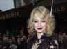 Anggunnya Emma Stone saat berpose didepan juru foto. Pascal Le Segretain/Getty Images.