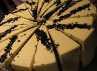 FABLE Lounge & Dining juga menawarkan berbagai pilihan menu dessert, selah satunya Black Velvet. Permukaan cake ini ditutupi dengan cream chesse yang lembut manis. Taburan bubuk oreo jadi sentuhan akhirnya. (Dyah Oktabriawatie Waluyani/DetikFood)