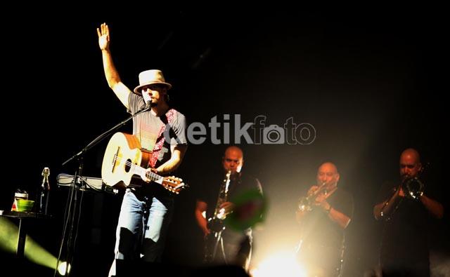 Konser Penuh Cinta Jason Mraz